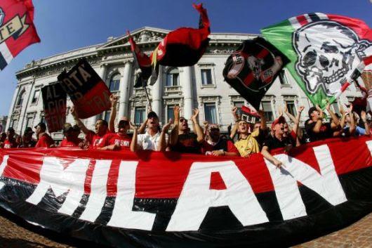 http://www.repubblica.it/2006/05/gallerie/calcio/protesta-milanisti/reuters85642332007222815_big.jpg