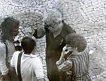 O ator Sérgio Britto (camisa escura) é fotografado por um agente do SNI em ato de defesa da Lei da Anistia no Rio, em agosto de 1979 Leia mais