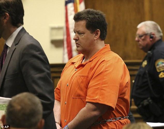 Le mois dernier, Kohlhepp est apparu dans un tribunal de Caroline du Sud et a plaidé coupable à sept chefs d'accusation de meurtre et d'autres chefs d'accusation