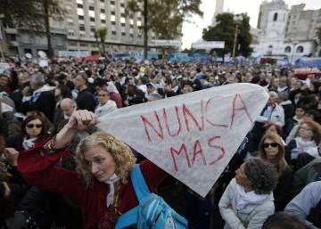 Masiva marcha en Argentina contra la sentencia favorable a los represores