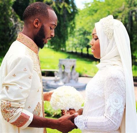 Don't you love the Muslim wedding love and she's wearing