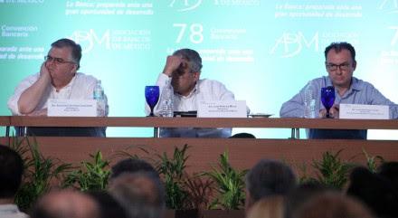 Agustín Carstens, gobernador del Banco de México; Luis Robles Miaja, presidente de la ABM y Luis Videgaray, titular de la SHCP. Foto: Benjamin Flores