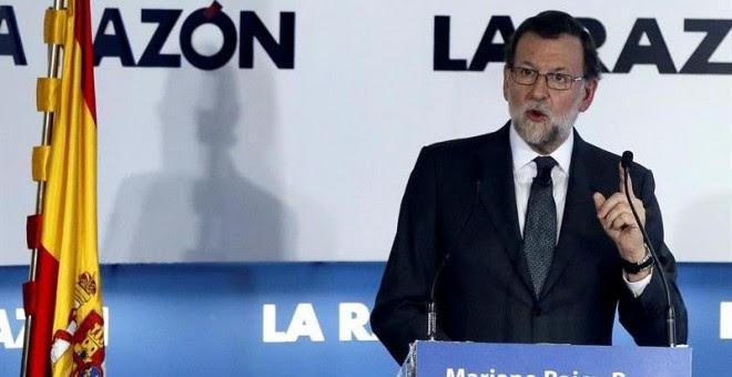 """El presidente del Gobierno en funciones, Mariano Rajoy, durante su intervención en el foro """"La Razón de..."""", en la sede del diario La Razón, en Madrid. EFE/Fernando Alvarado"""