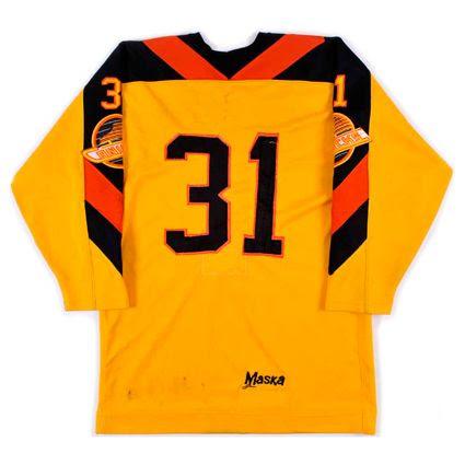 photo Vancouver Canucks 1982-83 B jersey.jpg