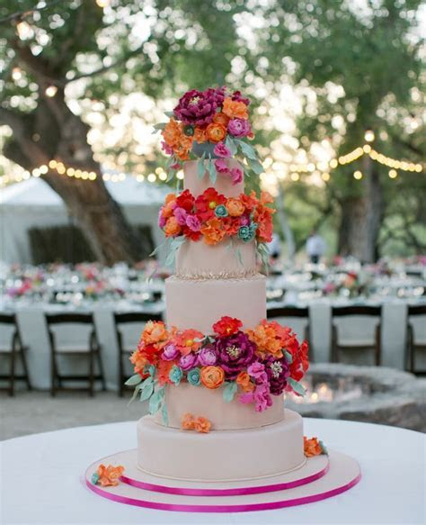 How TheKnot.com Editor Gets Married!   Ivory wedding cake