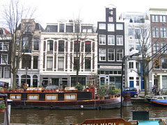 houseboat and canalhouses