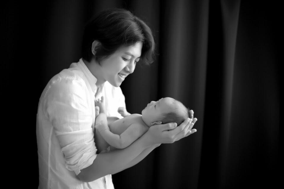 Dongho publica un amoroso mensaje paternal en los 100 días desde el nacimiento de su hijo