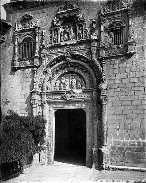 Portada del Hospital de Santa Cruz hacia 1880. Fotografía de Levy