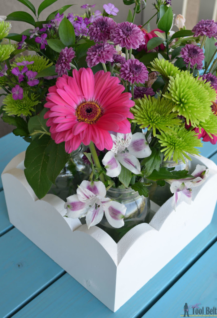 Cute planter boxes for a party, wedding or your kitchen table. Free plans to build a scallop mason jar centerpiece.