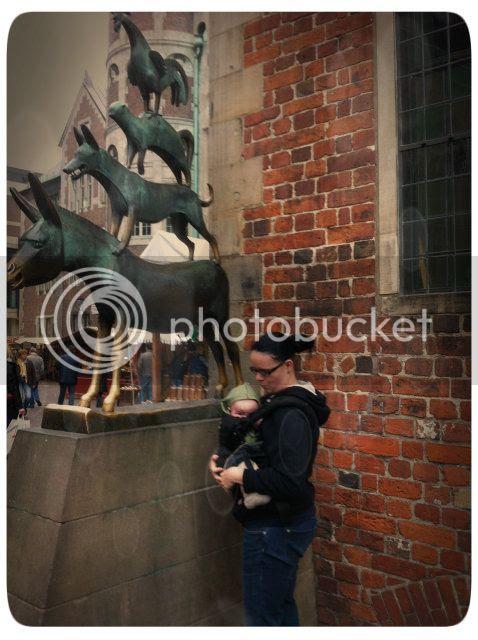 Die Bremer Stadtmusikanten + Baby in der Manduca