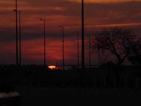 MOAMBA -  por de sol na estrada.jpg