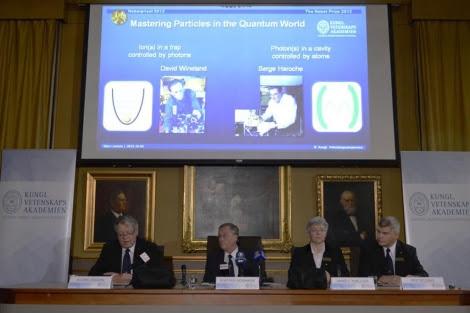 El Comité del Nobel de Física durante el anuncio.   AFP