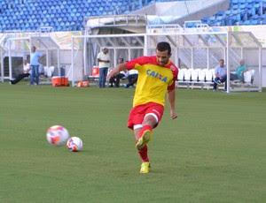 Rafael Estevam, lateral-esquerdo do América-RN (Foto: Jocaff Souza/GloboEsporte.com)