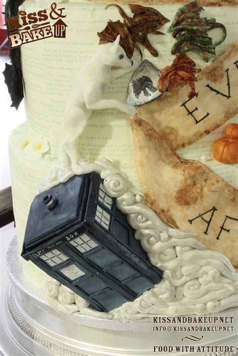 Behold! The Ultimate Geek Wedding Cake!   YouBentMyWookie