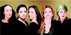 Λυδία Φωτοπούλου, Καρυοφυλλιά  Καραµπέτη, Στεφανία Γουλιώτη, Πέµη  Ζούνη, Ρένη Πιττακή. Πέντε από τις  24 ηθοποιούς που  θα διαβάσουν τις 24  ραψωδίες της οµηρικής «Ιλιάδας» στο  Εθνικό Θέατρο (φωτογραφική σύνθεση  των «ΝΕΩΝ»)