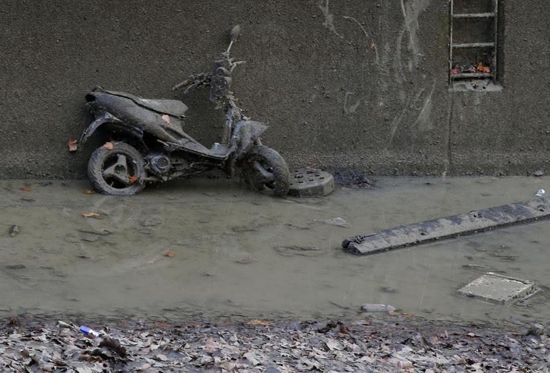 Вот что нашли на дне канала Сен-Мартен. Шокирующее зрелище!