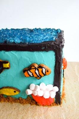 Raspberri cupcakes fish tank cake for Fish tank cake designs