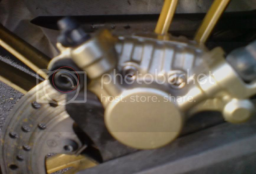 Yamaha YZF R125 brake pad and fluid change