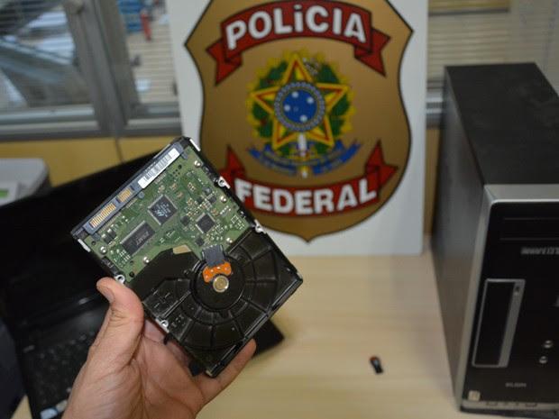 Polícia Federal apareende materiais em busca de pornografia infantil (Foto: Divulgação / Polícia Federal)