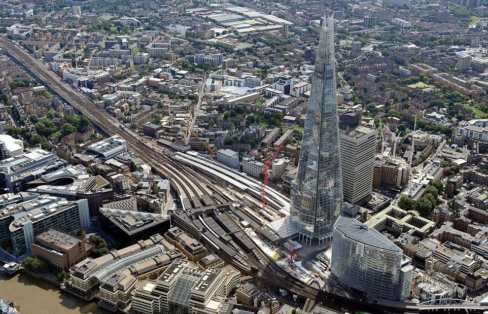 Το σιδηροδρομικό έργο Thameslink θα συνδέσετε πολλούς περιφερειακούς προορισμούς και στις δύο πλευρές της πόλης, για πρώτη φορά με τη συχνότητα των υπηρεσιών Tube-όπως