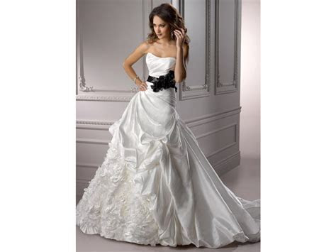 Maggie Sottero Morgan, $998 Size: 14   Sample Wedding Dresses