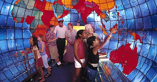 麻萨诸塞州波士顿的地球厅(Mapparium)。