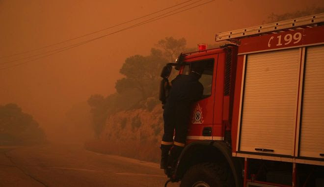 Στιγμιότυπο από την φωτιά στην Κινέτα