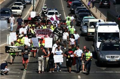 Portagens: protesto na Via do Infante chega a cortar EN125