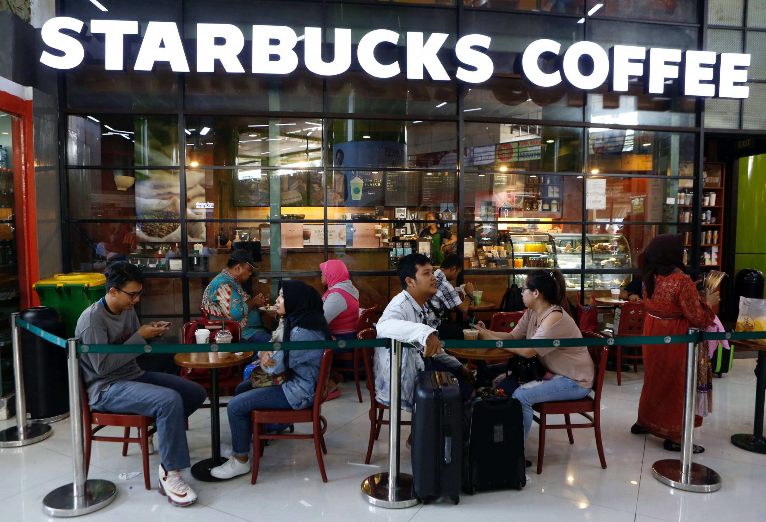 Gay Rights: Muslim Groups in Indonesia and Malaysia Demand Boycott on Starbucks for Its LGBT Support