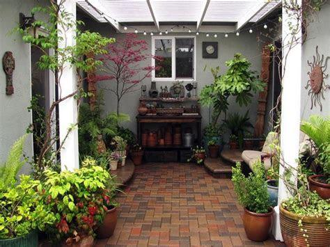 patios interiores pequenos ideas  una decoracion