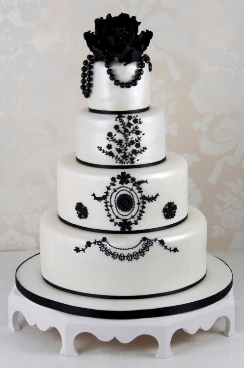 missingsisterstill:  Maya Hansen wedding cake