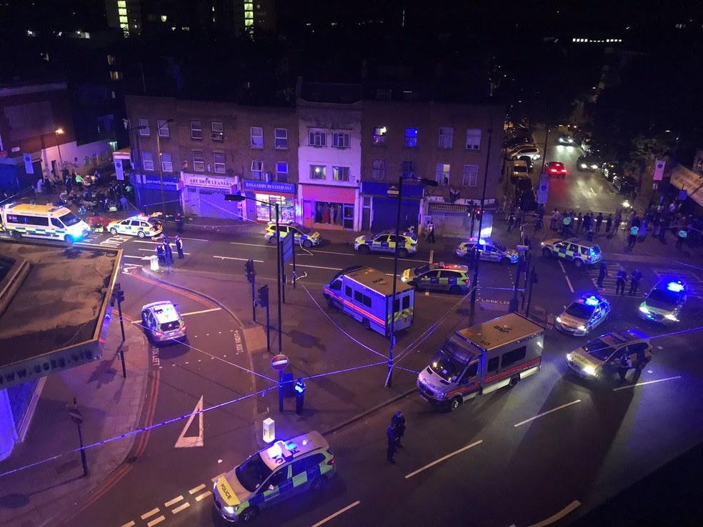 Área do atropelamento em Finsbury Park, em Londres, na madrugada desta segunda-feira (19) (Foto: homas Van Hulle/Social Media via REUTERS)