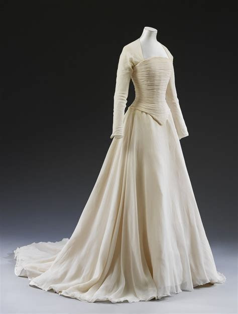Lady Sarah Chatto's exquisite ivory wedding dress by