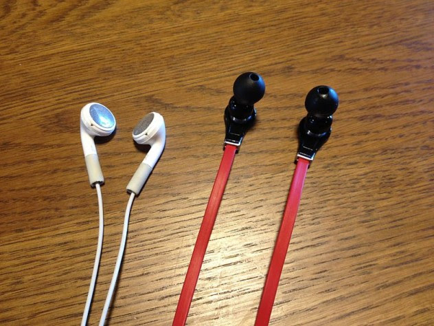 800px-IPhone_earbuds