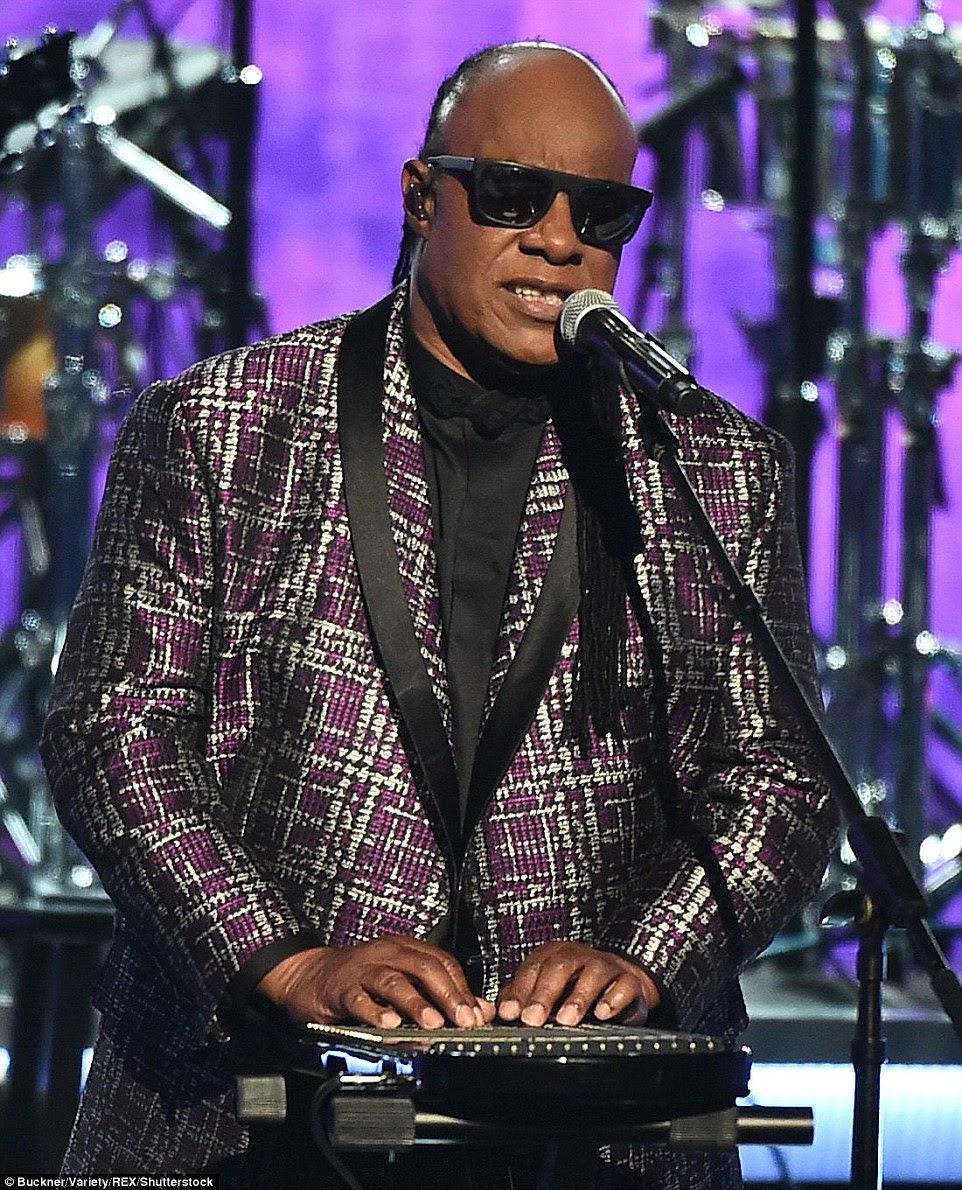 Em homenagem: Stevie Wonder foi apenas um dos artistas que honourd atrasado, grande príncipe