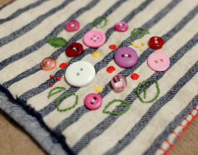 Button Spring flowers mini quilt