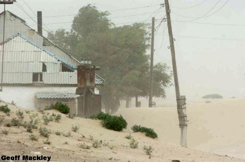Tempestades de areia em Agespe, no Mar de Aral