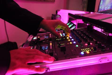 Hiring a Wedding DJ vs Band   Hudson Valley DJ