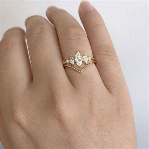 Chevron Wedding Ring   V Shaped Band ? ARTEMER