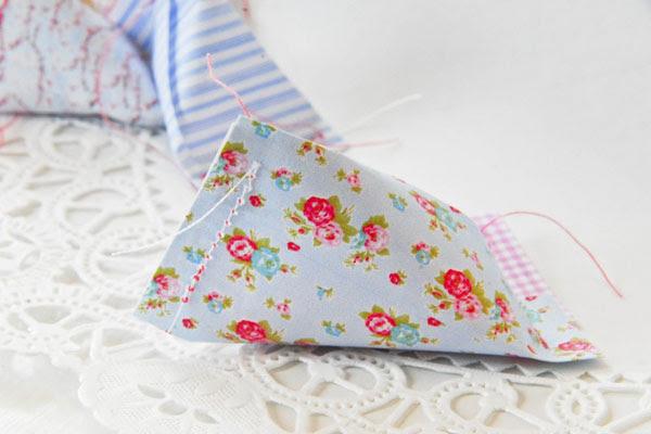 tableart candy wrapper 1 DIY: Χαρτί περιτυλίγματος για καραμέλες