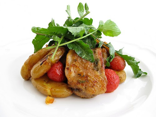 chicken with potatoes and tomatoes sandwich