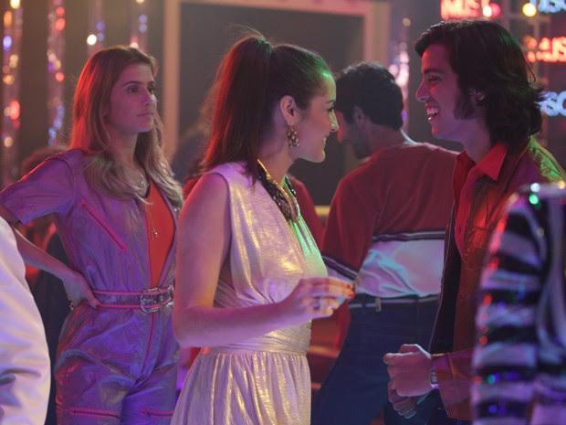 Inês flagra Beto dançando com outra na Boogie Oogie  (Foto: Pedro Curi/Gshow)