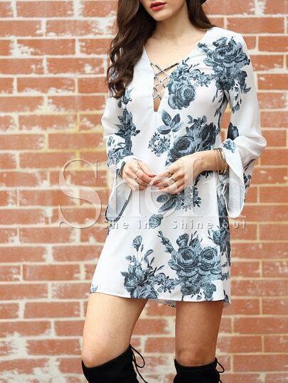 http://www.shein.com/White-Long-Sleeve-V-Neck-Floral-Dress-p-248738-cat-1727.html?utm_source=truskawkowakawa.blogspot.com&utm_medium=blogger&url_from=truskawkowakawa