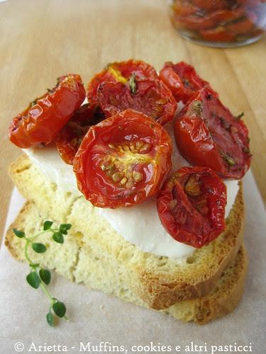 Bruschetta con mozzarella di bufala e pomodorini confit