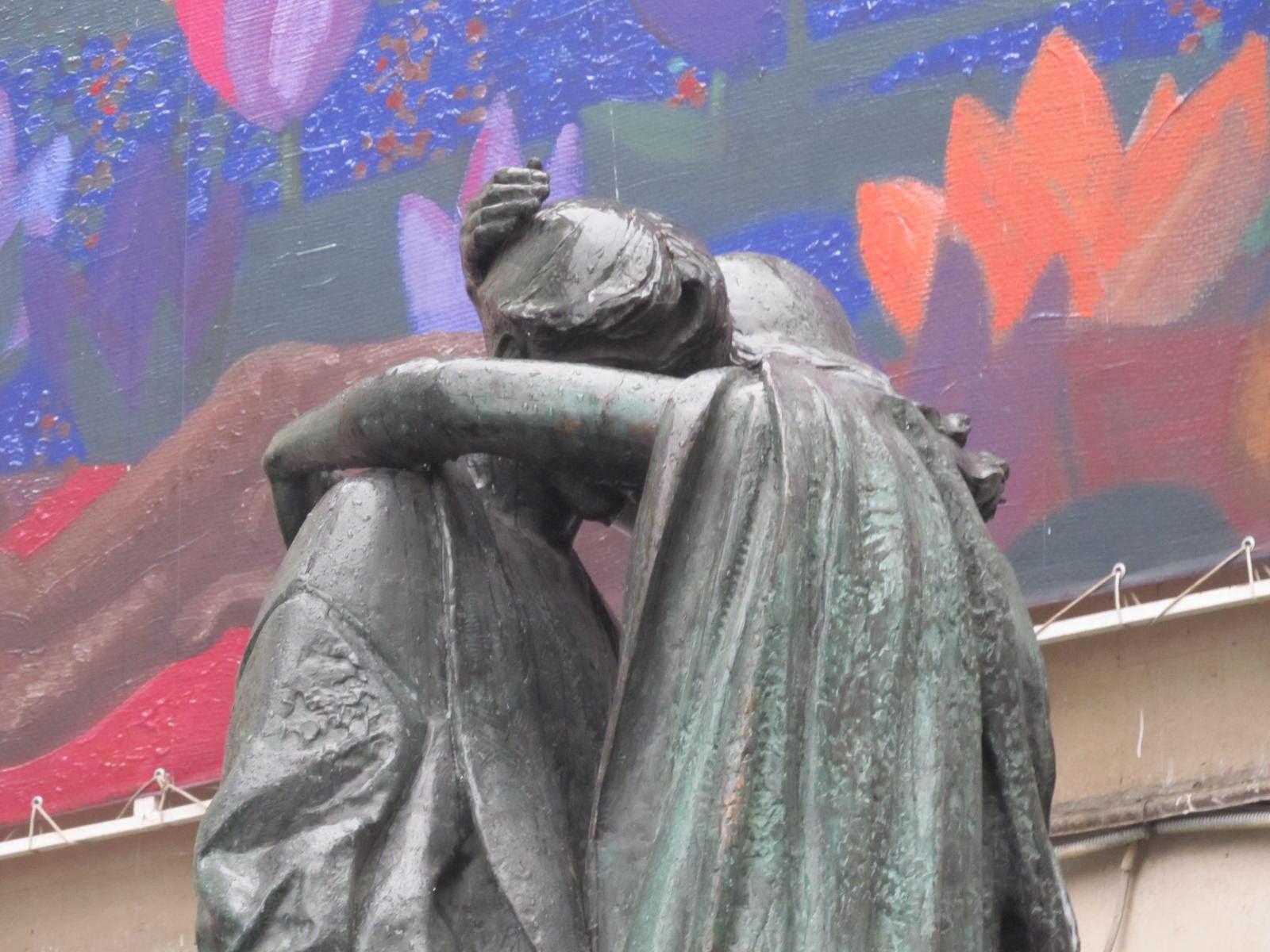 10 лет всё было против появления памятника любви и верности. И вдруг… любовь победила. Автор фото председатель НСНБР А.Г.Огнивцев.
