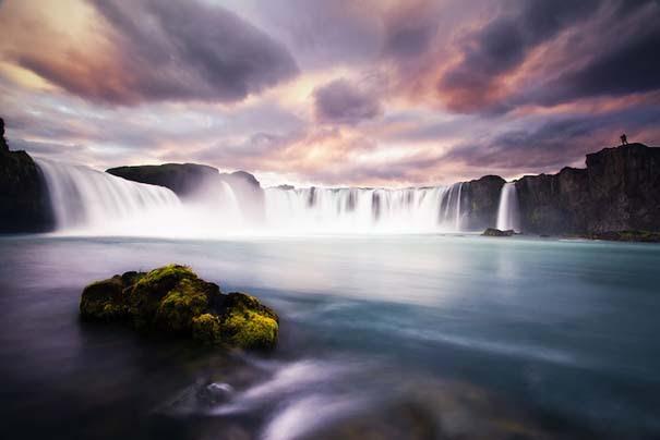 Godafoss: Ο «Καταρράκτης των Θεών» σε 12 φωτογραφίες που κόβουν την ανάσα (10)