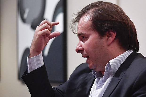 BRASILIA, DF, BRASIL, 15-12-2017, 18:30h: Rodrigo Maia, Presidente da Câmara, nesta sexta-feira, 15 de Dezembro, da entrevista especial para Folha em sua residência oficial. (Foto: Mateus Bonomi/Folhapress, PODER) ***ESPECIAL*** ***EXCLUSIVO***
