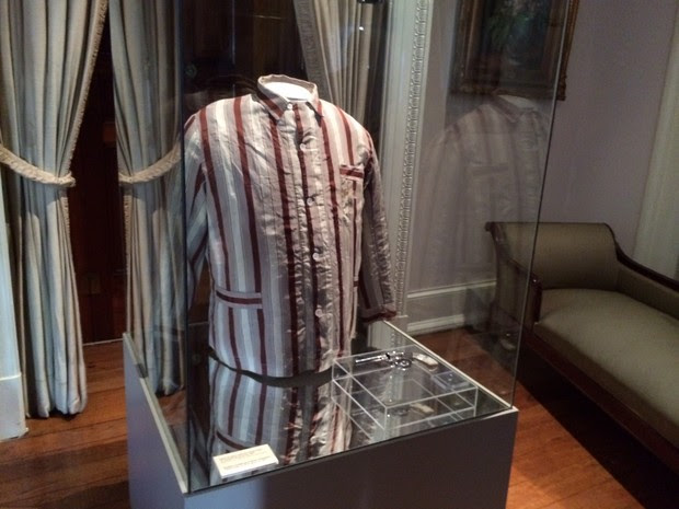 Pijama usado por Getúlio Vargas no dia de sua morte - Palácio do Catete (Foto: Marcelo Elizardo/G1)