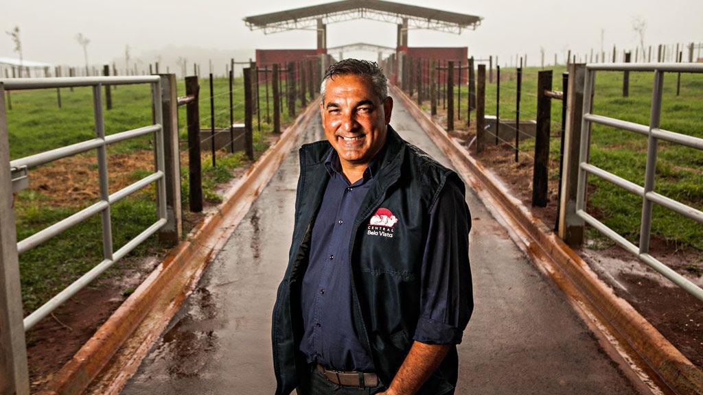 Casa nova: Gerson Sanches, diretor da Central Bela Vista, mostra a nova estrutura construída para abrigar 450 touros, inaugurada neste mês. A central é uma das mais modernas do País