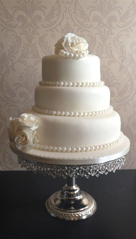 wedding cakes with pearls   This wedding cake was an